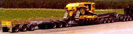 Компания «Trail King» снабжает полуприцеп TK150MDG грузоподъемностью 75 т не только передней, но и задней дополнительными трехосными тележками