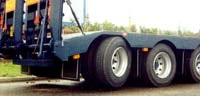 Особенностью пневмоподвески является возможность регулирования высоты расположения рамы относительно дороги и при необходимости вывешивания (при незагруженном состоянии) части колес